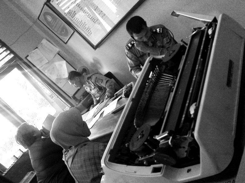 Mesin Tik (ketik). Kantor Polisi Resor Bulaksumur ini tidak pernah sepi dari masyarakat yang melaporkan dari surat hilang sampai anak hilang, berbagai macam kasus tentunya.